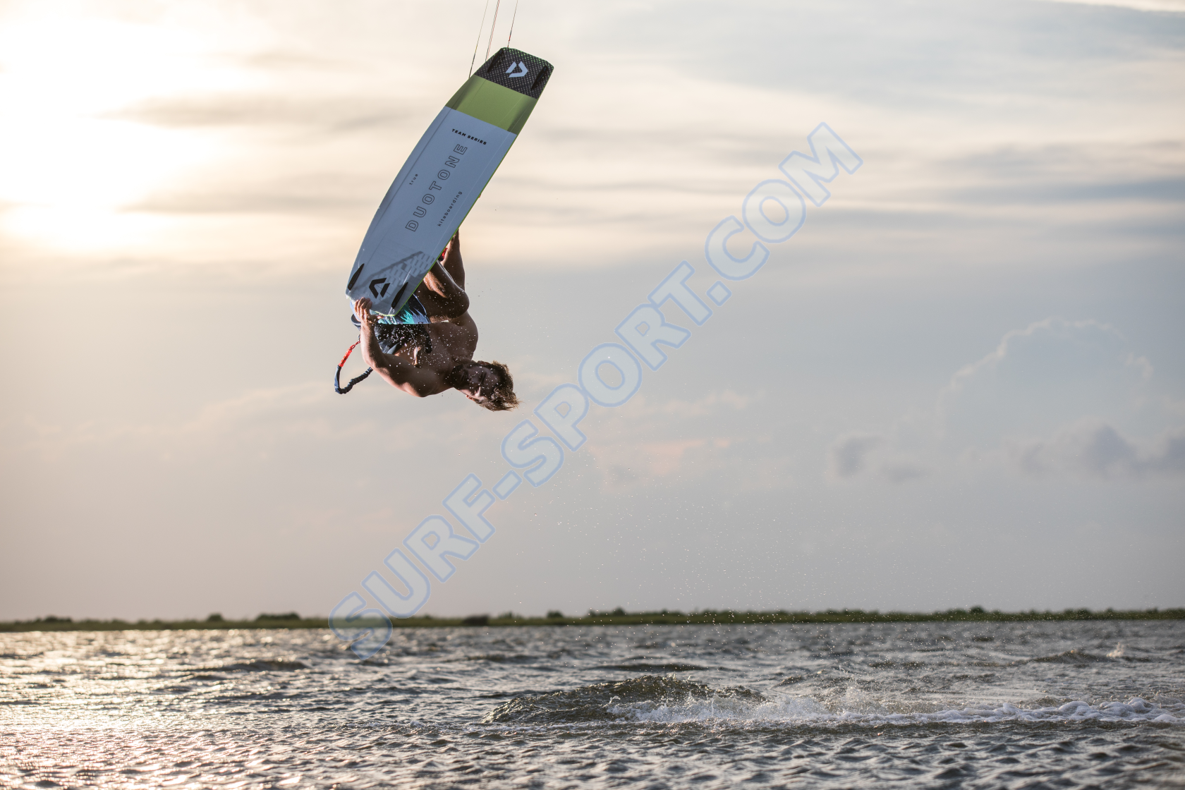 Deska Kite Duotome Team Series action picture-2020-surf-sport.png