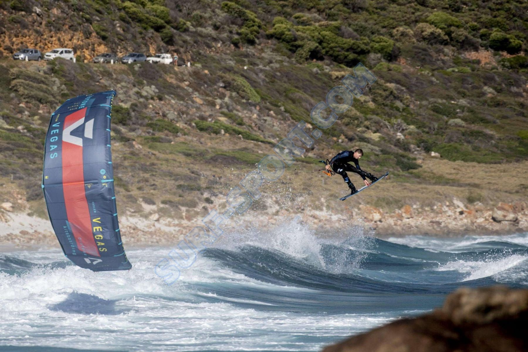 Pianka_ION_2021_AMP_BlackCapsule_Kitesurfing.jpg